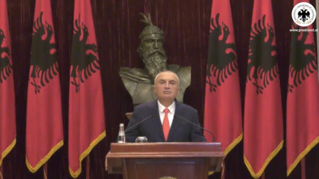 """Presidenti kthen ligjin për """"Policinë e Shtetit"""": Mund të përdoren uniformat blu për të survejuar kundërshtarët politikë"""
