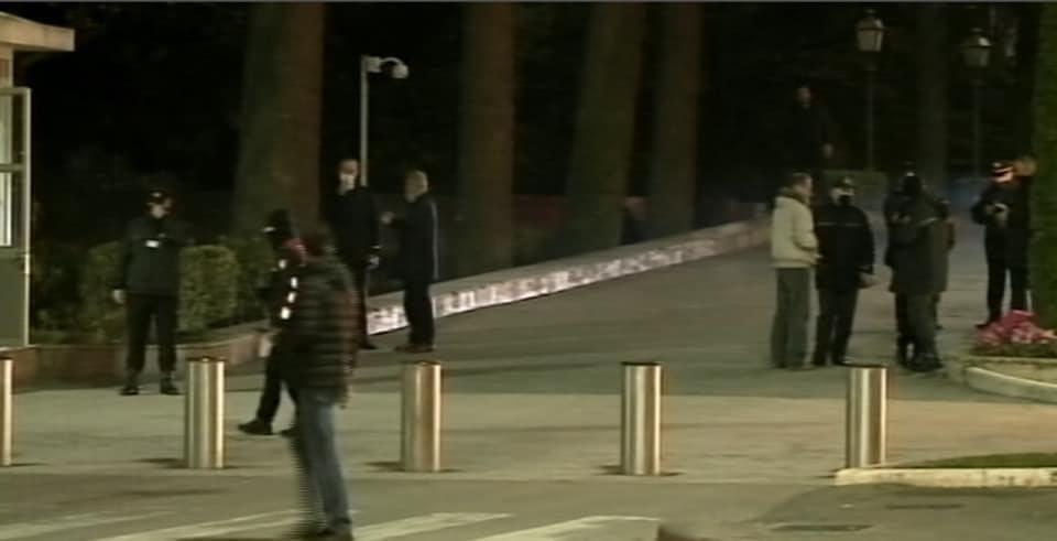 Protesta për vrasjen e Klodian Rashës, policia 'blindon' qendrën.