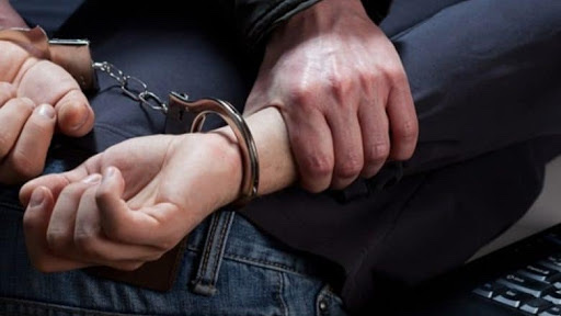 Vlorë/ Ndalohet një 27-vjeçar i shpallur në kërkim, autor i dyshuar për disa vjedhje.