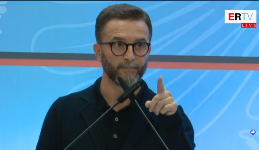 Albin Kurti mbështeti hapur protestën e të rinjve, acarohet Braçe: Nuk e di kush ta ka mbushur mendjen se po u rikthye Berisha në pushtet, ti do të…