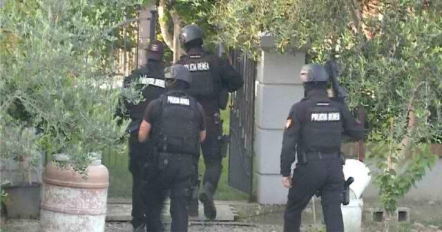 Nje 45 vjeçar qellon me arme ndaj policise, RENEA e FNSH ne vendngjarje