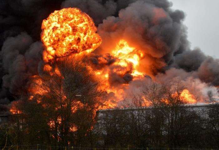 Tronditet Italia, shpërthen fabrika e demontimit të bombave dhe raketave, raportohet për disa të vdekur
