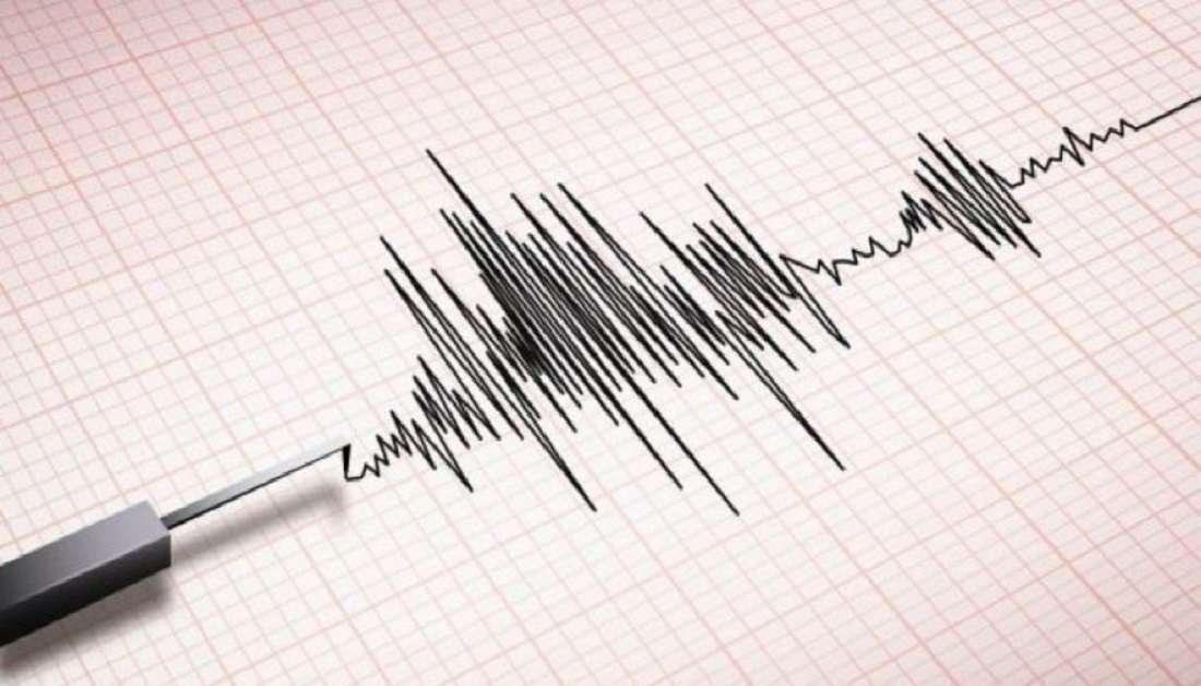 Tërmet i fortë shkund jugun e Italisë, njerezit dalin te alarmuar në rrugë.