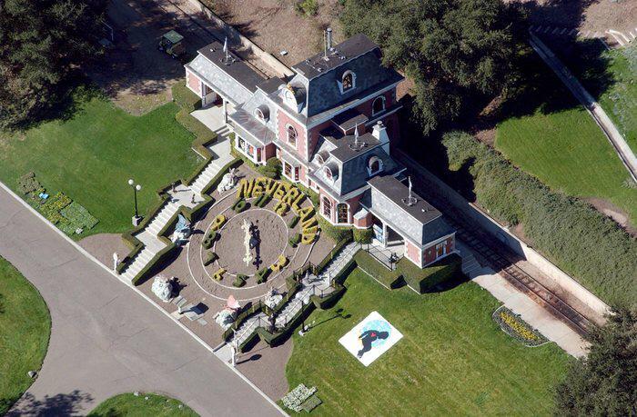 """FOTO/ Miliarderi amerikan blen për 22 milionë $ """"Neverland""""-in e Michael Jackson"""