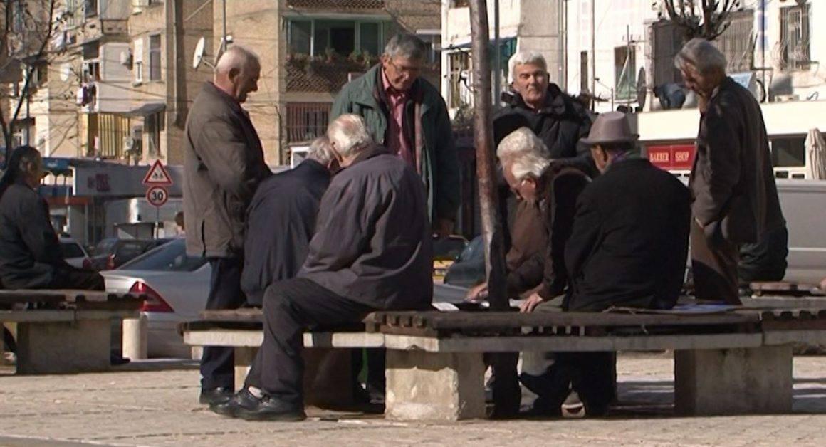 Shpërblimi merret më 21 dhjetor/ Të hënën 650 mijë pensionistë do përfitojnë 5 mijë lekë