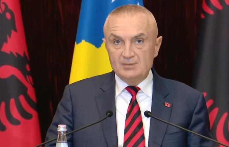 A i nxiti presidenti të rinjtë? Meta paralajmëron një protestë tjetër: Shqiptarët nuk kanë kryetar shteti një tinëzar, do të jetë manifestim i fundit për t'i dhënë fund dhunës së qeverisë