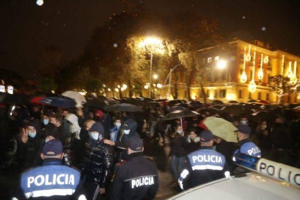 Gjykata e Tiranës ka dhënë masat e sigurisë për 67 personat e arrestuar në protestat e ditëve të fundit…