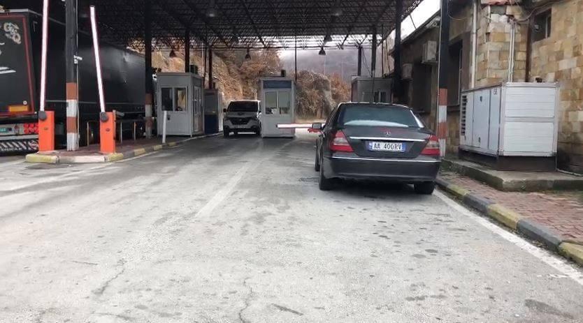 """""""Vetëm fleta e aplikimit, asgjë tjetër"""", shoferët e transportit kalojnë për Greqi pa asnjë masë kontrolli"""
