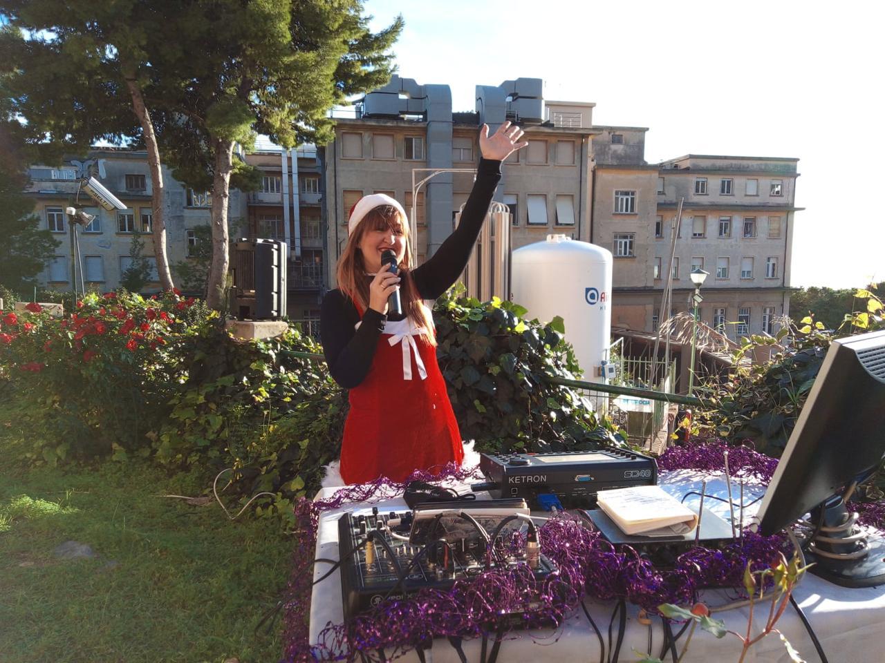 """Sanremo"""" para spitalit Covid, këngëtarja koncert për gjyshen e shtruar :""""Të presim në shtëpi """""""