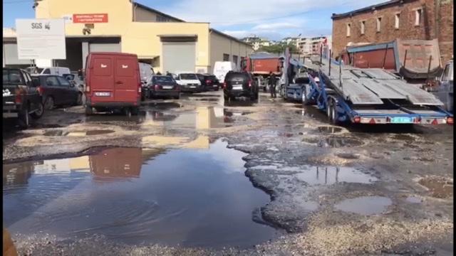 (VIDEO) Kontrolli Teknik i Automjeteve në Fier në gjëndje skandaloze.