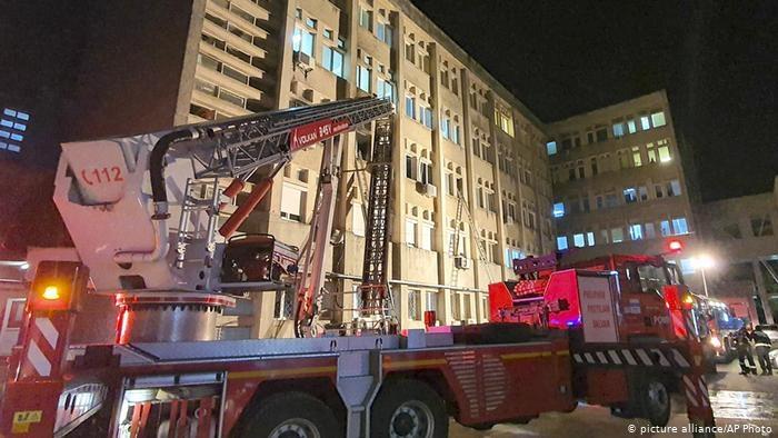 Zjarri përfshin spitalin Covid, ndërrojnë jetë 7 pacientë