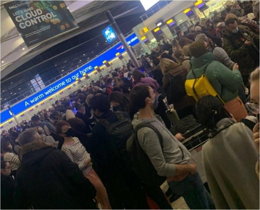 KAOS në aeroportin e Londrës, qindra qytetarë kërkojnë të marrin avionin dhe t'ia mbathin/ Kush janë shtetet që i kanë mbyllur dyert Britanisë
