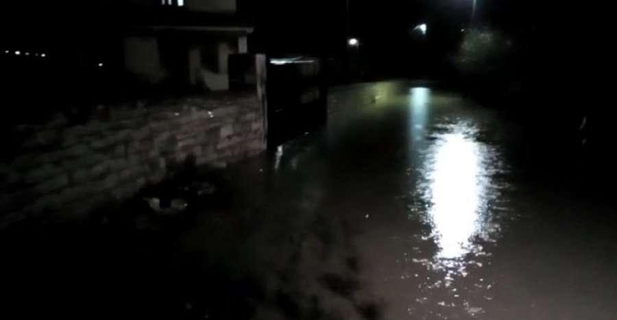 Lumi Vjosa del nga shtrati, përmbytet tregu i gjësë së gjallë në Vlorë
