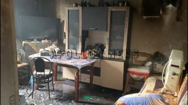 """(VIDEO) Përfshihet nga flakët banesa në lagjen """"8 Shkurti"""" në Fier"""