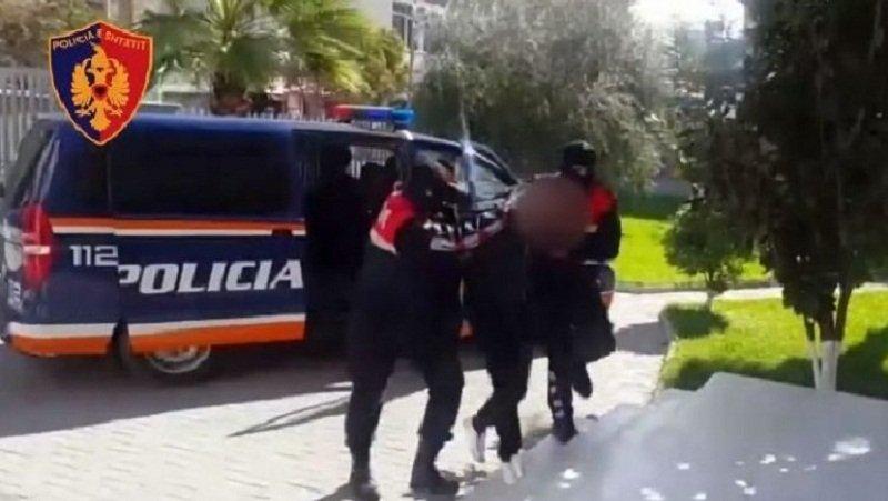Iu futën në shtëpi të moshuarës dhe i hodhën spraj lotsjellës, arrestohen dy të rinjtë hajdutë në Lushnje, njëra është vajzë 16 vjeçe