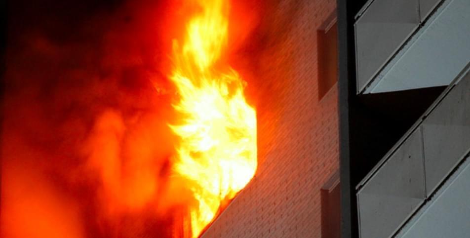 Zjarri në banesë asfikson çiftin e bashkëshortëve në Tiranë, nisen menjëherë drejt spitalit