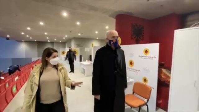 """""""Çdo një orë 60 të vaksinuar""""/ Gati qendra e Parë e Vaksinimit anti-Covid19 në Air Albania Stadium"""