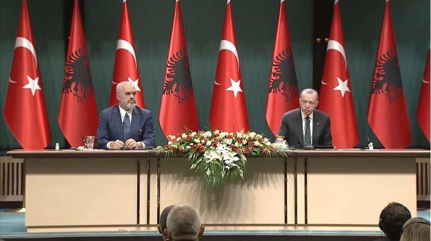 """""""Para zgjedhjeve e ke gati"""" Erdogan i premton Ramës ndërtimin e spitalit të Fierit, kryeministrit: Deri më 7 prill ke 3 milion e gjysmë supervizorë!"""