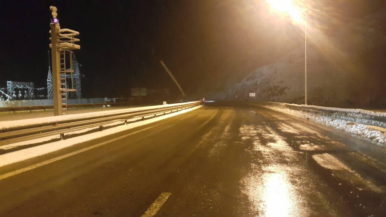 Reshje bore në Rrugën e Kombit, paralajmërohen shoferët
