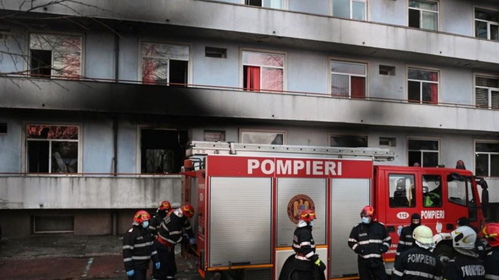 Shpërthen në flakë spitali ku kurohen pacientët me Covid në Bukuresht, vdesin 4 pacientë, evakuuohen 102 të tjerë