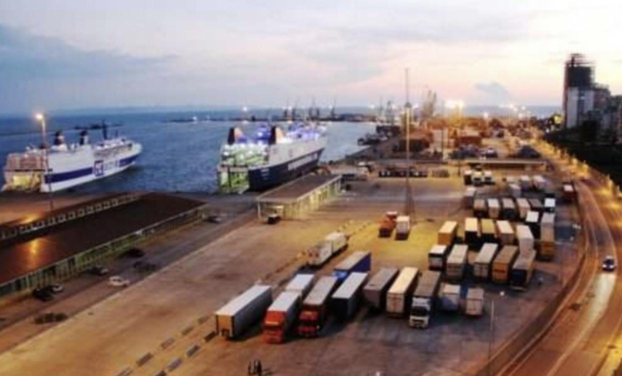 Aksident i rëndë brenda portit të Durrësit, kamioni përplas për vdekje 25-vjeçaren, efektive e sigurisë portuale