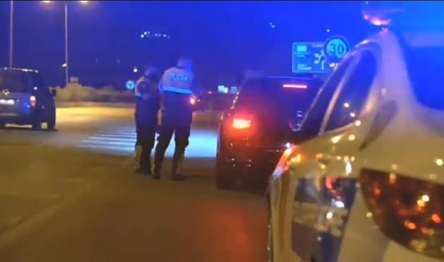 LAJM I FUNDIT/ Gjendet i gjakosur në qafë dhe në mes të rrugës, 15-vjeçari dërgohet në spital nga policia