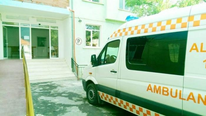 Helmimi masiv në Bulqizë, administratori i shmanget përgjegjësisë: Nuk janë helmuar nga ujësjellësi, se nuk kemi fare kanalizime