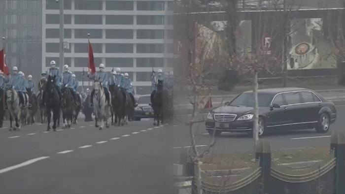 (VIDEO) Me limuzinë dhe kalorës që e shoqërojnë, Edi Rama pritet me ceremoni zyrtare në Turqi