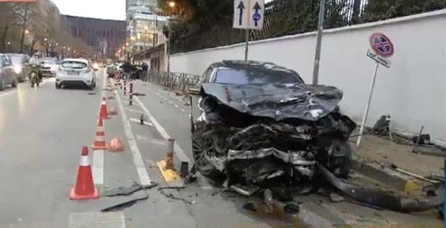 Aksident i rëndë pranë Ambasadës Italiane në Tiranë, dy persona dërgohen me urgjencë drejt spital.