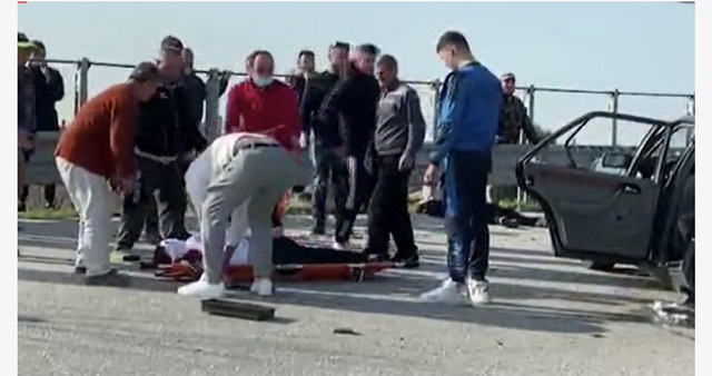 Aksidenti i trefishtë në aksin Fier-Vlorë, zbulohen EMRAT e 18-vjeçarit që humbi jetën dhe 4 të rinjve në gjendje të rëndë