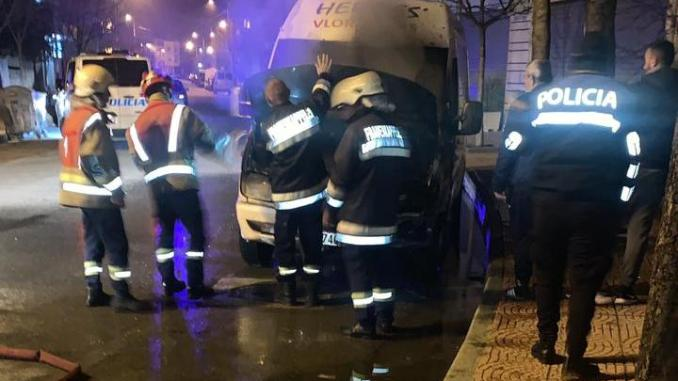 Vlorë, i vihet flaka furgonit që bën transport ndërkombëtar udhëtarësh, çfarë dyshohet