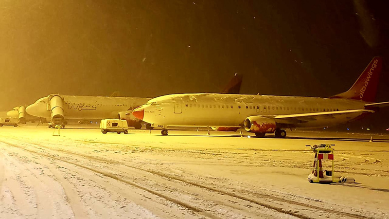 Bora 'bllokon' aeroportin/ Tirana International Airport: Anullohen 2 fluturime, pista do jetë e mbyllur deri në orën 02:00