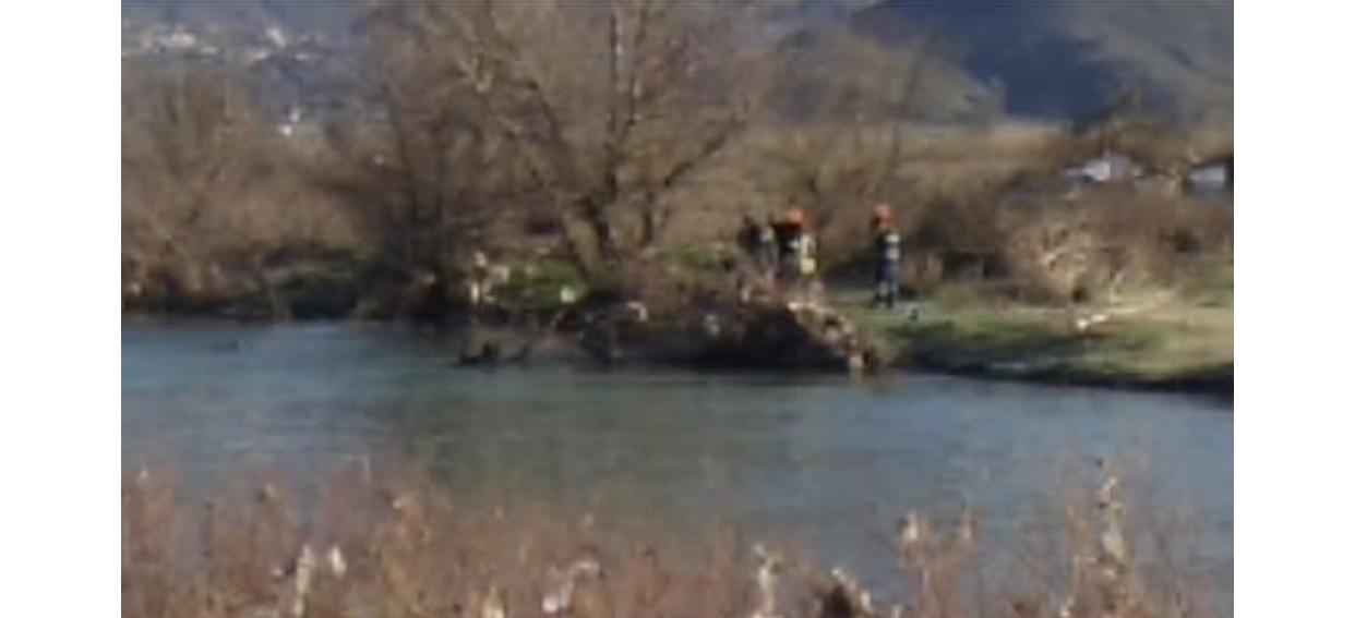 Lajmi i Fundit/ Ishin nisur për të rregulluar një defekt, automjeti i OSHEE bie në lumin Drino, humbin jetën dy elektriçistët (EMRAT)