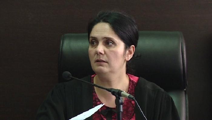 """Lironte nga burgu """"TË FORTËT"""" e Shqipërisë duke marrë rryshfet, gjykata lë në BURG gjyqtaren Enkelejda Hoxha"""