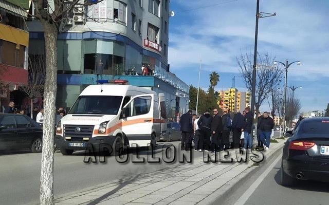 Fier/ Makina aksidenton te moshuarin, arrestohet shoferi.