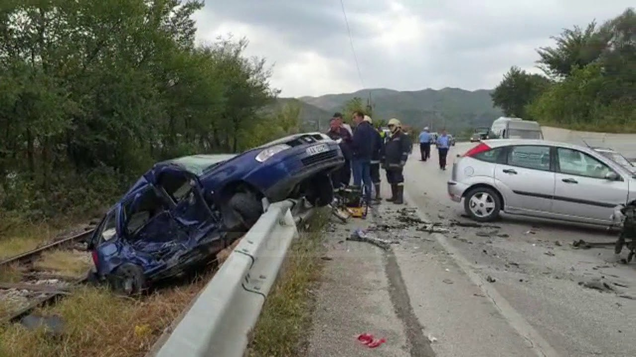 LAJM I FUNDIT/ Makina del nga rruga, ndërron jetë tragjikisht 22-vjeçari