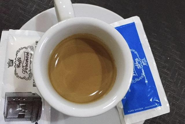 A prishet cilësia e gjumit nëse pini kafe në mbrëmje?! Mësoni njëherë e mirë të vërtetën!