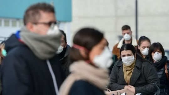 Italianët pushtojnë kafenetë pas lirimit të masave nga qeveria