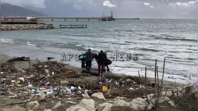 (VIDEO) Vlorë/ Personi që është gjetur pa jetë buzë detit në afërsi të Petroliferës, është i gjatë 1.80 m ka disa tatuazhe në trup