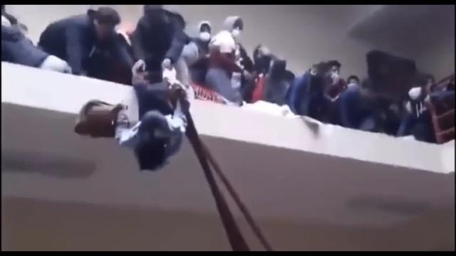 Tragjedi/ 7 studentë të universitetit bien nga lartësia dhe humbin jetën në Universitetin e Bolivisë (VIDEO)