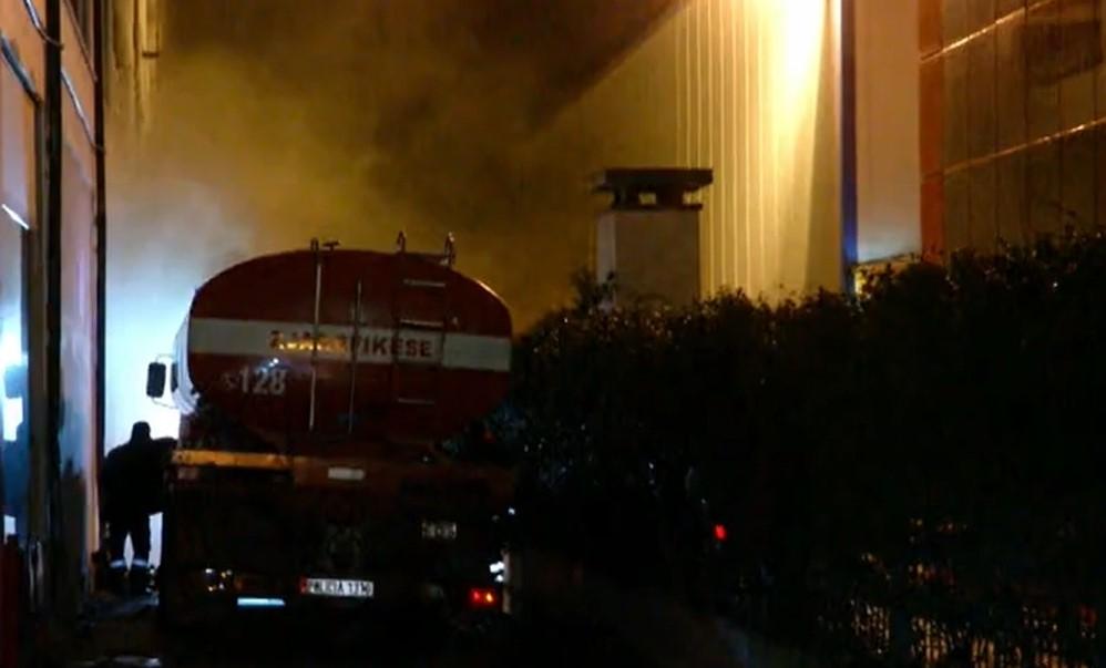 Zjarri në magazinën e 'Casa Italia', dyshohet për një të vdekur nga asfiksimi; (DETAJE)