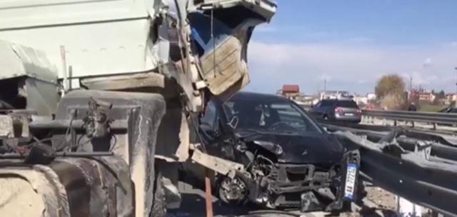 Foto nga aksidentit me dy të plagosur në Rrogozhinë