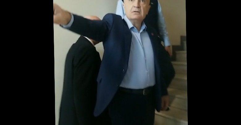 Presidenti Meta përplaset fizikisht me policinë, hyn me forcë në zyrat e FRD: Do ju çoj në burg me duart e mia