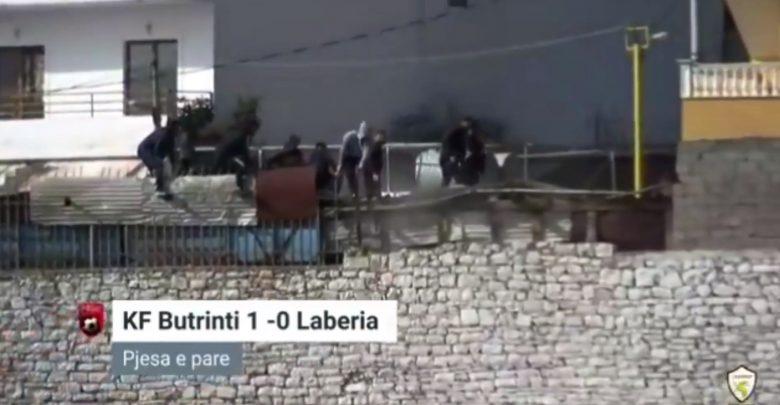 Sarandë/ Shëmbet tarraca e ndërtesës ku po qëndronin tifozët, plagosen disa persona (VIDEO)