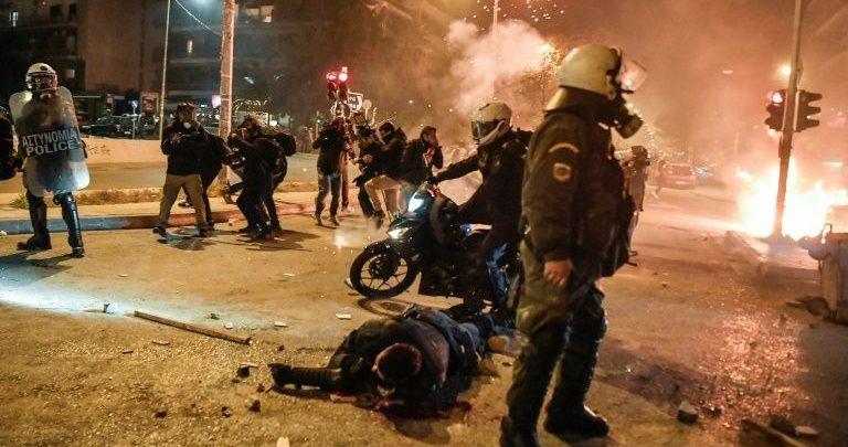 Plagosja e policit gjatë protestave, zbulohen mesazhet tronditëse mes dy të rinjve grekë