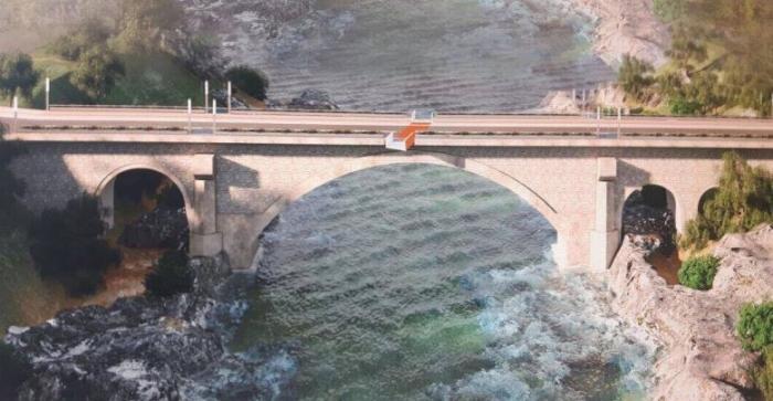 E RËNDË, hidhet nga ura 60-vjeçari në Përmet, banorët nxjerrin trupin e pajetë nga shtrati i lumit