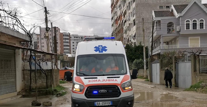 Ndaloi makinën dhe doli të kërkonte ndihmë, humb jetën një shofer në Durrës