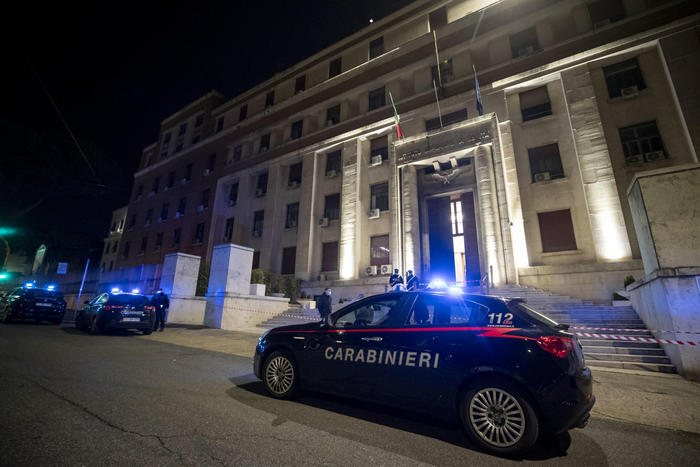 Italianët i vënë zjarrin godinës së ISHP-së, pak orë para karantinës totale në Romë,
