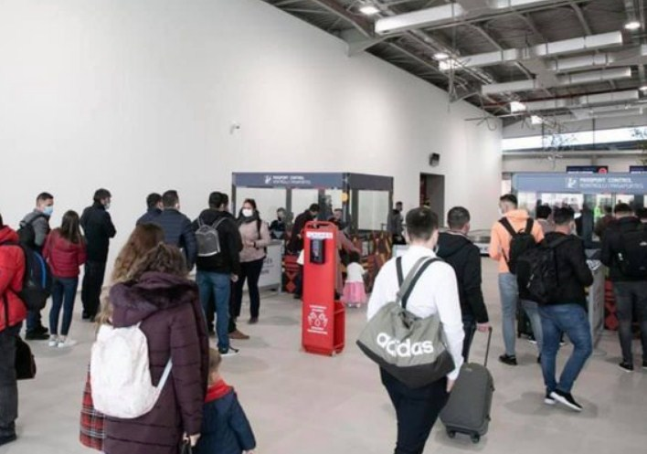 """Flet drejtori i aeroportit të Kukësit: Kur do """"çajmë"""" qiejt e Europës dhe sa do jenë çmimet për udhëtimet"""