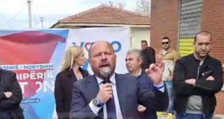 Shokon me deklaratën Xhelal Mziu: Na i tregoni njerëzit e dyshimtë, do ta pësojnë njëlloj si ai i Elbasanit! Kemi ngritur grupet e gatshme! Më pas tërhiqet: Isha i emocionuar